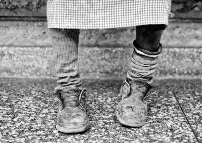 Carità_Paola Viola, la ragazza delle scarpe