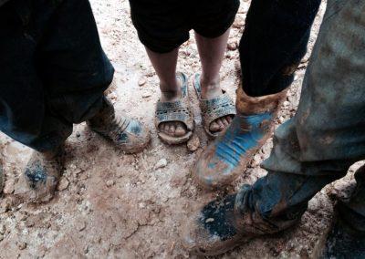 Carità_Paola Viola, la ragazza delle scarpe [scarpe_Bab al Salam_siria]