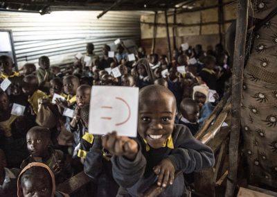 Carità_Paola Viola, la ragazza delle scarpe [smiling school kenya]