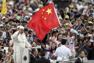 Papa Francesco tra i fedeli cinesi